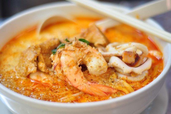 Wine Pairing: Seafood Laksa with Jura White Wine