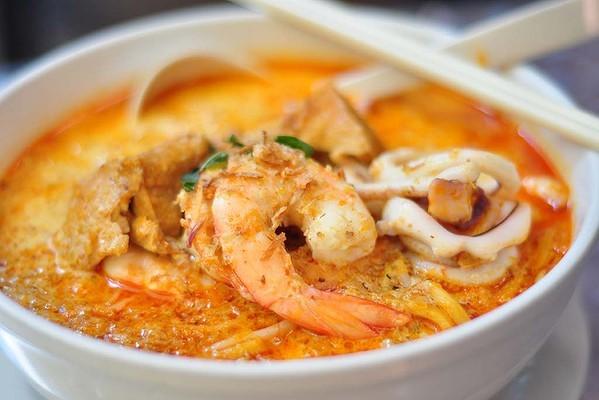 Wine Pairing: Seafood Laksa with Jura White Wine
